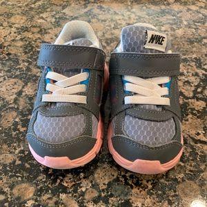 Toddler girls size 6 Nike sneakers